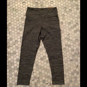 Cropped leggings with tags
